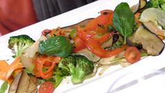 Syrah (Hotel Mas Ses Vinyes) (encantadisimo) Tags: verduras pimiento tomate zanahoria romesco berenjena calabacn brasa albahaca brcoli