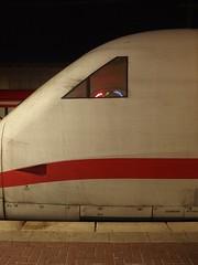 Bahn-Geometrie (mkorsakov) Tags: dortmund hbf bahnhof zug train ice intercityexpress geometrie dreieck rot red weiss white linie line