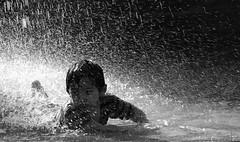 Plaza de Armas, Santiago de Chile (Mario Rivera Cayupi) Tags: niño santiago chile summer happiness boy children bw water fresh agua plaza streetphotography fotografíadecalle fotografíacallejera streetphotographyinchile
