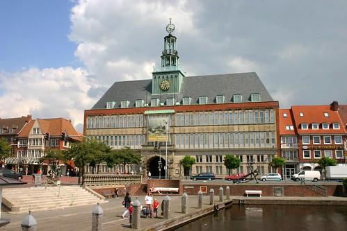 Das wiederaufgebaute Rathaus beherbergt heute das Ostfriesische Landesmuseum Emden
