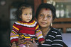 Madre e hija (Gabriel Aljundi) Tags: nepal नेपाल nepali woman portrait hinduism photo canon 600d dsrl model lightroom light luz lady gente foto day daylight photography trip retrato viaje people street calle madre hija familia family mom daughter pokhara lakeside hinduismo