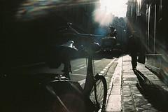 * (Gwenaël Piaser) Tags: flare backlight contrejour paris january janvier january2017 2017 street rue velo bicycle bike pedestrian pieton trottoir parigi france francia îledefrance unlimitedphotos gwenaelpiaser konicahexaraf konicahexar konica hexar analog photography argentique 135 24x36 fullframe compact pointandshot hexanon35mmf20 hexanon 35mm kodak portra kodakportra160 portra160 160asa 160iso iso160 color negative film negatif couleur 160 c41