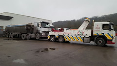 Volvo FM12 Recovering Renault T Range Artic Tipper (JAMES2039) Tags: volvo fm12 tow towtruck truck lorry wrecker heavy underlift heavyunderlift 6wheeler frontsuspend tipper ca02tow cardiff rescue breakdown ask askrecovery recovery renault trange artic tractorunit trailer