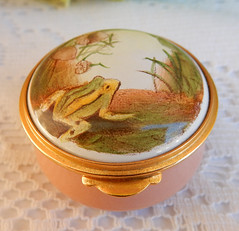Staffordshire English Enamels Trinket Box ~ Frog ~ Nicola Bayley ~ Gold (Donna's Collectables) Tags: staffordshire english enamels trinket box ~ frog nicola bayley gold
