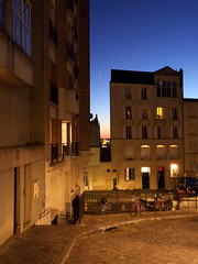 Montmartre Nights (Toni Kaarttinen) Tags: parís paris parizo pariisi párizs parigi パリ parijs paryż париж 巴黎 frança frankreich francio francia ranska france צרפת franciaország フランス frankrijk francja franţa франция frankrike 法國 iledefrance parisian sunset montmartre night evening streets starts stars