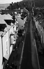 Conwy, o waliau amddiffynnol y dref (Rhisiart Hincks) Tags: conwy townscape treflun gwynedd castell kastell castle caisteal gaztelu duagwyn gwennhadu dubhagusgeal dubhagusbán zuribeltz czarnobiałe blancinegre blancetnoir blancoynegro blackandwhite اسودوابيض، bw zwartenwit mustajavalkoinen crnoibelo černáabílá schwarzundweis feketefehér melnsunbalts juodairbalta negrușialb siyahvebeyaz črnoinbelo черноеибелое чорнийібілий 黒と白 黑与白, a'chuimrigh kembra wales cymru kembre gales galles anbhreatainbheag wallis uels kimrio valbretland 웨일즈 велс gallas walia ewrop europe eu ue gweledvakêr paysageurbain paisajeurbano stadtbild городскойпейзаж міськийпейзаж kaupunkikuvaan pilsētasainava miestovaizdis obrazměsta stadsbeeld 市容 都市の風景 peisajuluiurban eòrpa aneoraip