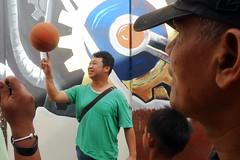 Show off - Kuala Lumpur (Chot Touch) Tags: basketball sport streetphotography malaysia kualalumpur skill pasarkarat fotojalanan