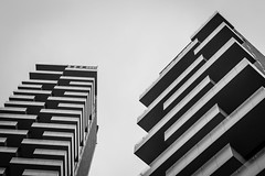 Piazza Alvar Aalto (qitsuk) Tags: italien blackandwhite bw italy milan monochrome architecture milano lombardia modernarchitecture portanuova piazzaalvaaalto