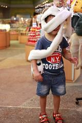 IMG_8792.jpg (小賴賴的相簿) Tags: family kids canon happy 50mm stm 台中 小孩 親子 陽光 chrild 福容飯店 5d2 老樹根 麗寶樂園 anlong77