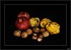 El otoño en la mesa (V- strom) Tags: otoño frutos rojo amarillo nueces granadas membrillos castañas bodegón negro nikon nikon2470 nikon50mm