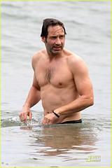 Οι σεξομανείς του Hollywood! Ακολουθούν μέχρι και θεραπεία προκειμένου να ξεπεράσουν το πρόβλημα τους!3 (florinaout.com) Tags: davidduchovny barechested swimming ocean boardshorts swimmingshorts malibu california usa