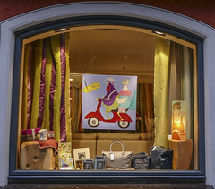 Window Dressing - 004_Web (berni.radke) Tags: window dressing windowdressing fensterdekorieren schaufenster storewindow fenêtre okno décorer decorate adorn embellish emblazon bedeck gild decorare