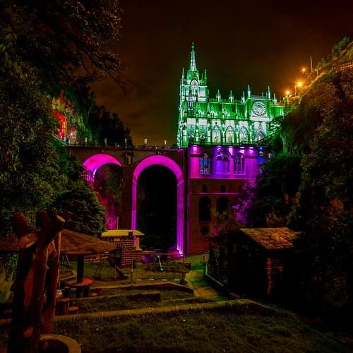Serie: Santuário de Nuestra Señora de Las Lajas vestida de noche.  Ipiales, Departamento de Nariño, Colombia  _______________________________________________________ #colombia #ig_colombia #idcolombia_ #loves_united_colombia #igerscolombia #Ig_All_America