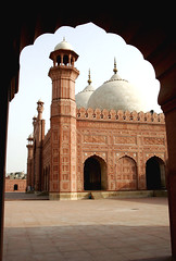 sMG_1865 (Max Loxton) Tags: pakistan beautiful architecture century place prayer mosque symmetry 1600 historical pakistani yani ppg lahore towards 17th largest mughal badshahi yasirnisar towardspakistan pakistaniphotographers pakistaniphotographer maxloxton pakistaniat wwwtowardspakistancom