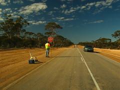Road Works (Steffen und Christina) Tags: road cloud man tree car work construction highway wolke australia baustelle stopsign wa outback australien constructionsite baum westernaustralia strase nullaborplain strasenarbeiten