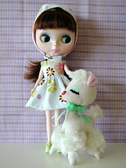 Lavender and Lucy Lamb (Helena / Funny Bunny) Tags: doll blythe velvetminuet olds sbl dreampets lavenderfields funnybunny coordinatedclothesset