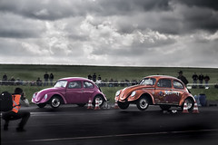 Being in a hurry (Andreas Reinhold) Tags: show pink sky grass vw clouds bug volkswagen drag concrete photographer wheels beetle ground racing strip vest spectators muppet asphalt dragracing wheelie muppetshow dragstrip