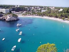 Menorca (johnnydimoni) Tags: blue sea beach azul boats mar paradise mediterranean playa barcas menorca cala platja barques mediterrani johnnydimoni