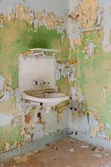 20141019-FD-flickr-0130.jpg (esbol) Tags: bad badewanne sink waschbecken bathtub dusche shower toilette toilet bathroom kloset keramik ceramics pissoir kloschüssel urinals