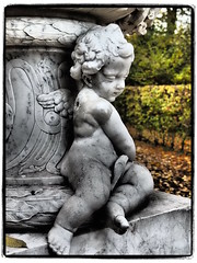 Lost a Wing (1elf12) Tags: park angel unesco putte engel sanssouci potsdam lustgarten