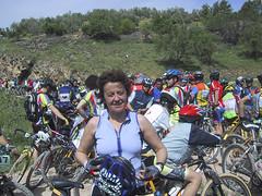 Una ciclista más (Micheo) Tags: rutahiponova mayo 2003 bici bicicleta bicicletas bicycle cycling montefrío peñadelosgitanos recuerdos memories mybikeandi mtb btt mountainbikes