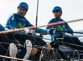 "Desde la izq.: Antón Paz e Iker Martínez a bordo del catamarán M32 ""Movistar"""