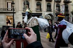 2017_01_05_Acció manteros día de reyes_AntonioLitov(01) (Fotomovimiento) Tags: fotomovimiento solidaritatmantera araiaquí sindicatopopulardevendedoresambulantes barcelona catalunya catalonia cataluña manifestación manifestació lasramblas reyesmagos racismo