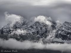 Rockies (Antonio Puche) Tags: antoniopuche paisaje landscape rockies canadá alberta mountai montaña nubes clouds niebla flog nikon nikond800 nikon7020028 banff