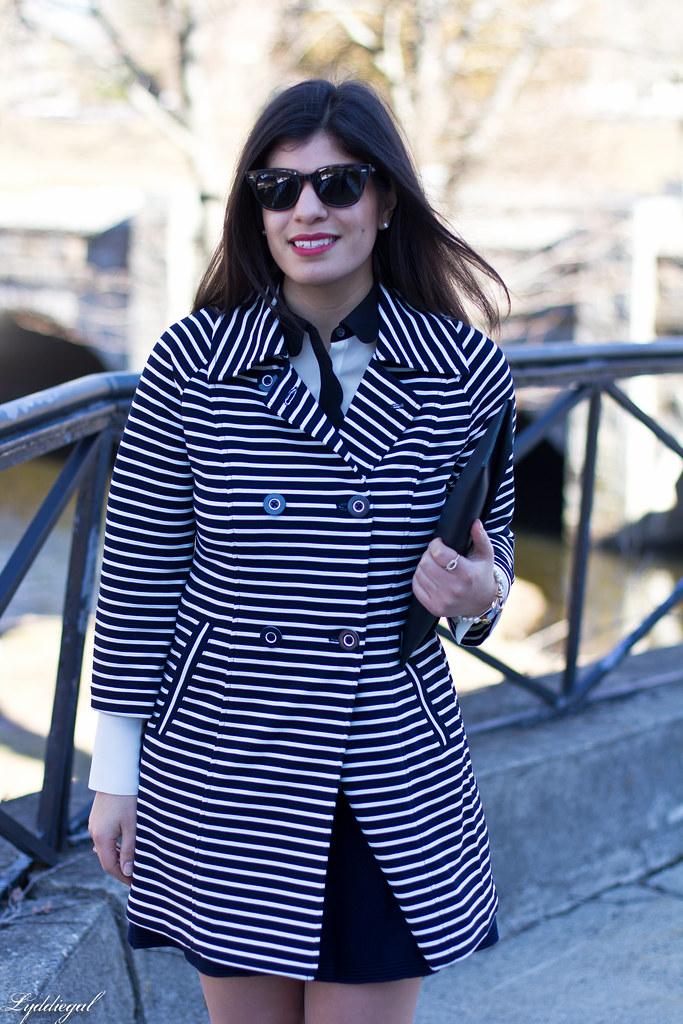 733ccb4321bf90 striped coat, scalloped blouse, navy skirt, anchor bracelet-7.jpg (