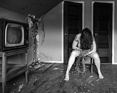 Il n'y a pas de hors-texte (sadandbeautiful (Sarah)) Tags: me woman female self selfportrait abandoned tv twine house bw