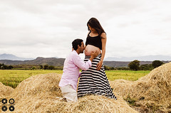 John & Daniela waiting for Juliana (Photographer Chris Gomez C.) Tags: family famille familia nikon pregnancy marriage grossesse felicidad ricefield bonheur matrimonio embarazo rizire chrisgomez d5100
