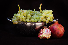 Grape (Alias_239) Tags: life still iran pomegranate ایران grape qom طبیعت انار انگور قم بیجان