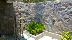 La salle de bain de la villa ( douche karcher)