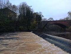 The Weir In Winter (Bricheno) Tags: bridge reflections river scotland glasgow escocia kelvin westend szkocja weir schottland scozia riverkelvin cosse  esccia   bricheno scoia
