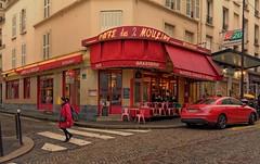 Montmartre / Rue Lepic : Caf des Deux Moulins  ( Amlie Poulain .... ) (Pantchoa) Tags: red paris caf rouge montmartre tokina rue ville streetshot lepic pavs amliepoulain cafdesdeuxmoulins d7100 1228mmf4