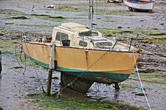 Yacht de luxe (philippe.ducloux) Tags: france port canon harbor boat brittany harbour bretagne bateau mapping tone hdr finistre le batz tonemapping ledebatz 450d canon450d strictlygeotagged