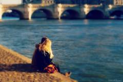 Paris my Love (Loran de Cevinne) Tags: pentax paris people personnages personnes lovers love couple france seine fleuve pont pontneuf quais quaisdeseine berges lorandecevinne amoureux