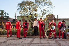Listen to the Band (Geraint Rowland Photography) Tags: santodomingodeguzmán oaxaca church band music people mexicans mexicanband streetphotography travelphotography geraintrowlandphotography canon candid colourful goldenhour visitmexico
