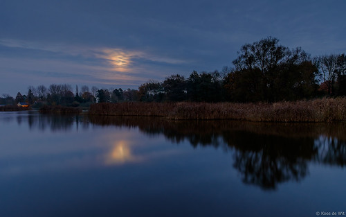 Moonrise at Zuidlaardermeer