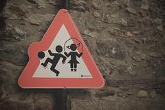 attention aux petits! (bulbocode909) Tags: panneaux rouge murs fully branson valais suisse