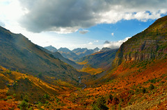 Basajaunaren begirada (Erre Taele) Tags: pirineoak pirineos montes cielo nubes color huesca