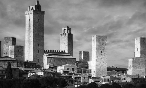 "Torres legendarias / Faros, minaretes, campanarios, rascacielos • <a style=""font-size:0.8em;"" href=""http://www.flickr.com/photos/30735181@N00/32493403706/"" target=""_blank"">View on Flickr</a>"