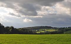 Herbstlich(t) (Uli He - Fotofee) Tags: nikon wasser herbst himmel mais uli baum ulrike rhn ernte wanderung wasserkuppe himmlisch pftze herbstlich hergert herbstlicht stellberg erntezeit nikond90 fotofee ulrikehe ulrikehergert ulihe