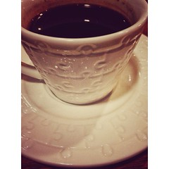 فنجان قهوة يذهب بتعب النهار كله. (Waelboy) Tags: square squareformat iphoneography instagramapp uploaded:by=instagram