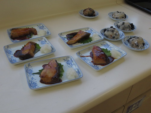 黒豆大福とブリ照り焼き