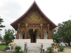 """Luang Prabang: le temple Vat Aham, à côté du Vat Visoun <a style=""""margin-left:10px; font-size:0.8em;"""" href=""""http://www.flickr.com/photos/127723101@N04/23237048014/"""" target=""""_blank"""">@flickr</a>"""