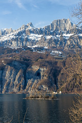 Churfirsten Mountain Range (Thomas Mülchi) Tags: lakewalenstadt cantonofstgallen switzerland 2017 churfirstenmountainrange islet lake snow mountains bluesky eveninglight quarten sanktgallen ch