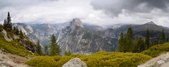 Yosemite 13 - Glacier Point (Jorge Cscar) Tags: california us halfdome yosemitenationalpark sierranevada glacierpoint naturalezanature vallevalley paisajelandscape estadosunidosusa lunademielhoneymoon panormicapanorama nikkor1835mmf3545afs nikond610 retoqueretouching granangularwideangle fotografadeviajetravelphotography sistemadezonaszonesystem filtrodegradadoneutrogradientneutraldensityfiltergnd fotografadeviajetravelphotography yosemitenationalparkcaliforniaeeuuusa fotografadefamiliafamilyphotography panormicapanorama miradorviewpoint fotografadefamiliafamilyphotography