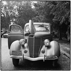 1936 Ford (NoJuan) Tags: blackandwhite bw ford tlr rolleiflex mediumformat square blackwhite squareformat ilfordxp2 carshow twinlens 120rollfilm rolleiflex35a xxxdriveinissaquah