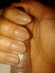 Risqué - ouro nude não me canso da sua beleza *.* (Queen the Vampire) Tags: glitter nails unhas risqué clubedoesmalte dnaitaly risquédasemana abcdasunhas unhasbr brazilianails